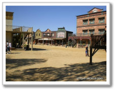 cowboy voor saloon